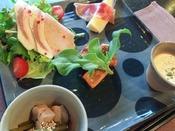 *【創作フレンチ・フルコース一例】彩り豊かでいろんな味を楽しめる前菜