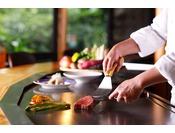 鉄板焼/ステーキ「石心亭」カウンター席でお楽しみいただける本格派鉄板焼レストラン11:30~14:00/17:00~20:00 日本庭園内