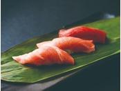 「つきじ鈴富」築地の人気鮨店が、より洗練された姿で皆さまをお迎えします11:30~15:00/17:00~21:30 ガーデンコート 4階