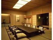 日本料亭「千羽鶴」和食懐石料理を個室で堪能できる完全予約制の高級料亭11:30-14:00/17:00~20:00 ガーデンコート ロビィ階