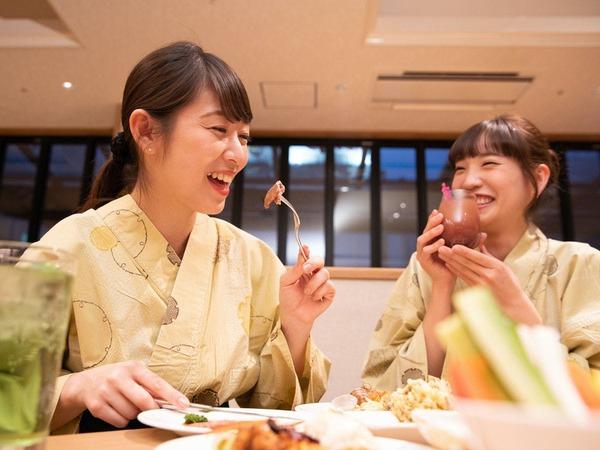 美味しい料理に会話も弾む ご夕食ブッフェ