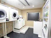 【5階】●コインランドリー 洗濯 1回  300円 乾燥 30分 100円●自動販売機(アルコール・ソフトドリンク)