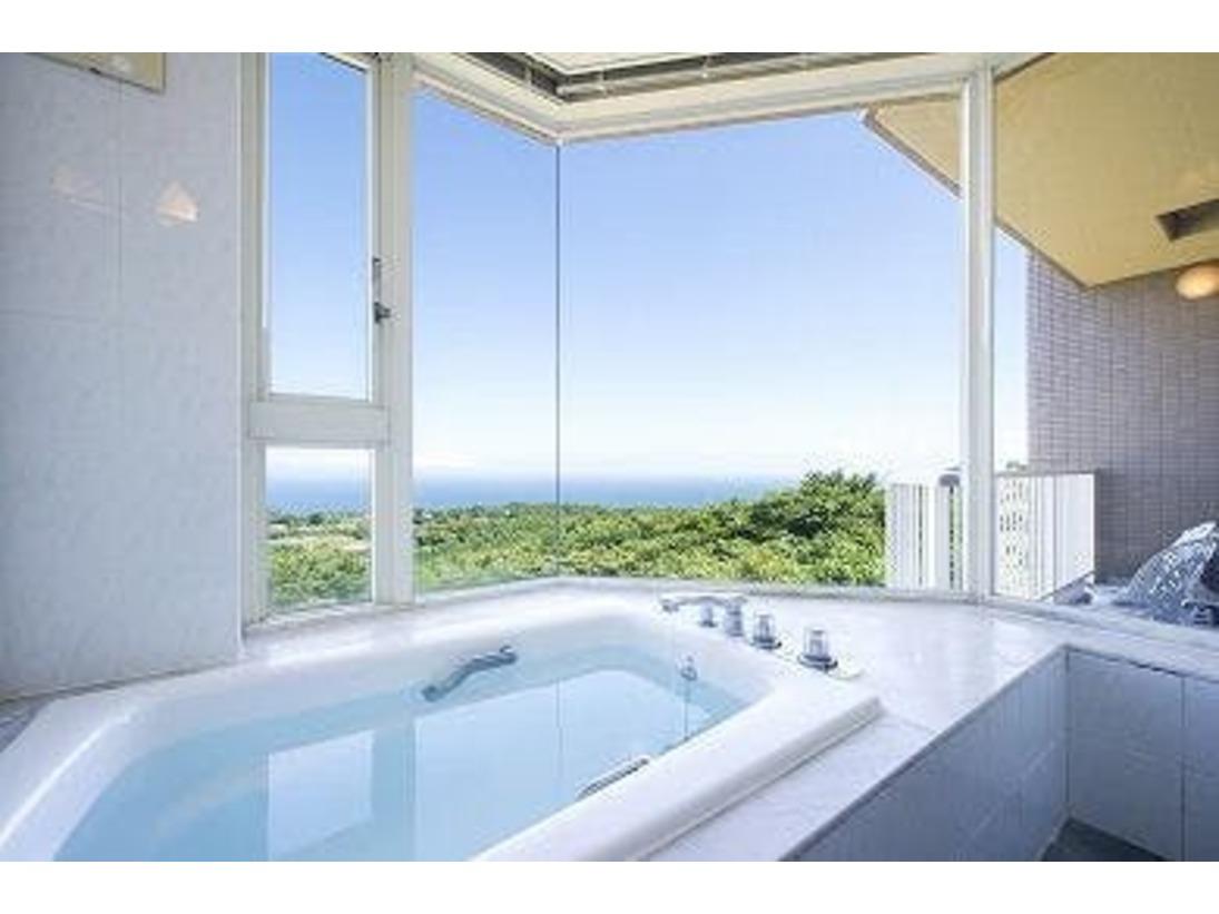 相模灘を一望できる展望風呂です。※温泉ではありません。