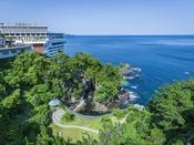 ホテルは景勝地錦ヶ浦に位置しており、お部屋は全室オーシャンビューです。お部屋からは日の出や月の出など錦ヶ浦ならではの絶景がご覧いただけます。