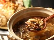 信州産のきのこを使ったきのこ汁。期間限定でご朝食時ご用意しております。