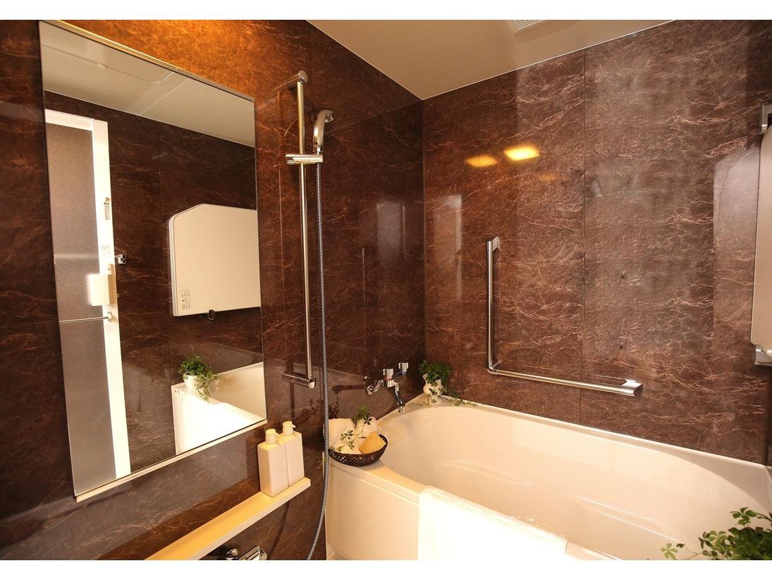 【ラグジュアリー・DXファミリー】タイプのお部屋には専用のバスルームを完備。