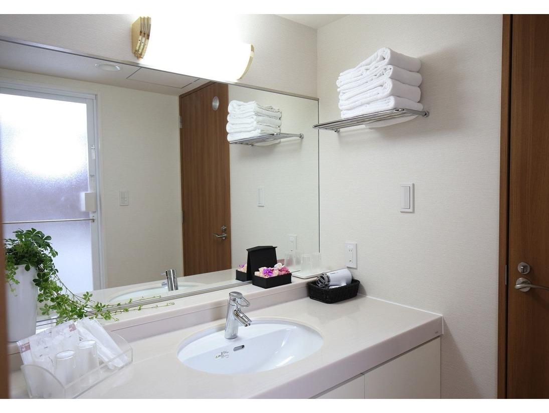 【ラグジュアリー・DXファミリー】タイプのお部屋には専用の洗面&バスルームを完備。