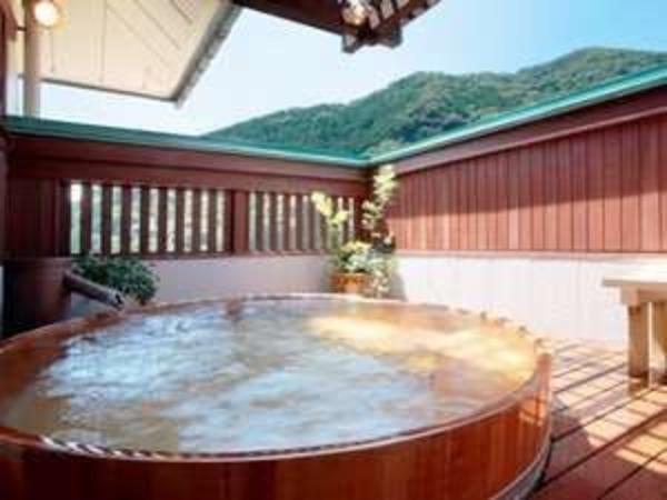【雪枝の湯】ヒノキ樽露天風呂♪