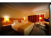 シングルベッドが2台並んだハリウッドツインのベッド幅は220cmにもなります。