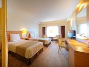 35平米の客室は札幌市内でも屈指の広さを誇り、ご家族でも広々ご利用いただけます。