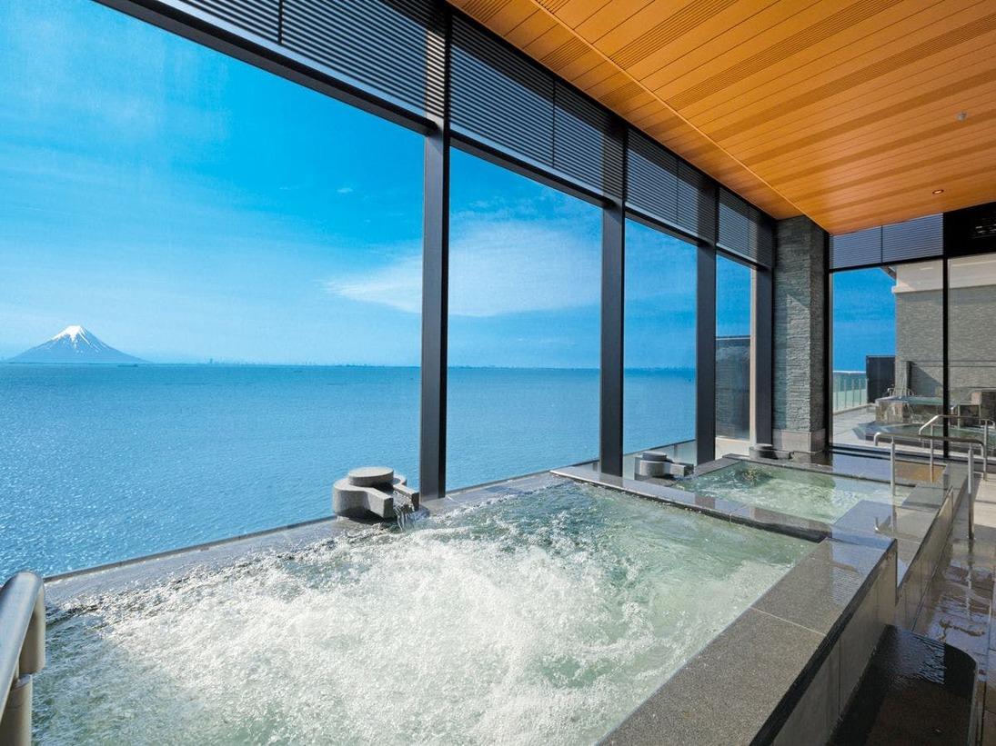 *【富士見亭 最上階  天空の湯(一例)】三日月温泉が楽しめる3段の大浴場です