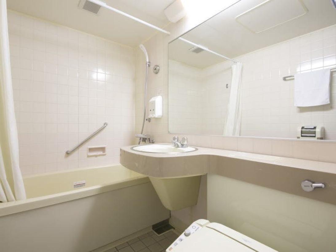 広々としたバスルームでゆっくとバスタイムをお楽しみ下さい