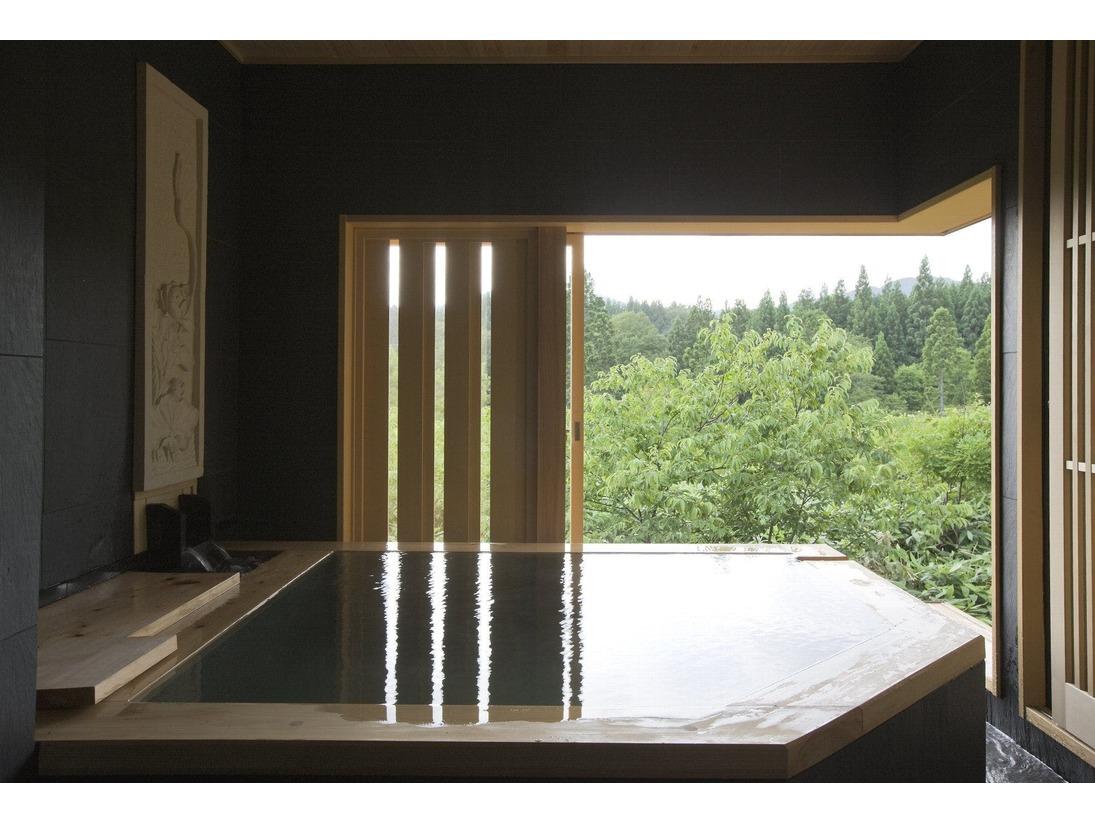 客室半露天風呂                 客室ごとに形状が多少ことなります。