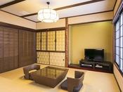 和洋室『白樺』/木の半露天風呂完備の和洋室です。