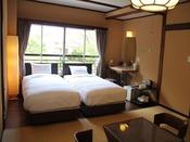和洋室『白樺』/木の半露天風呂完備の和洋室です。お好きな時間に天然温泉100%をお楽しみ下さいませ。