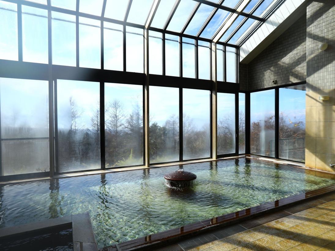 ■大きな窓が特徴の温泉大浴場