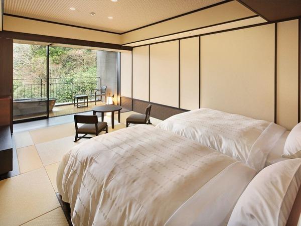 渓谷を望む露天風呂付客室