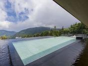 箱根外輪山眺めながら、まるで空に浮いているような感覚に・・・