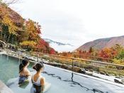 ユネッサンの絶景露天風呂。秋は紅葉を眺めながら