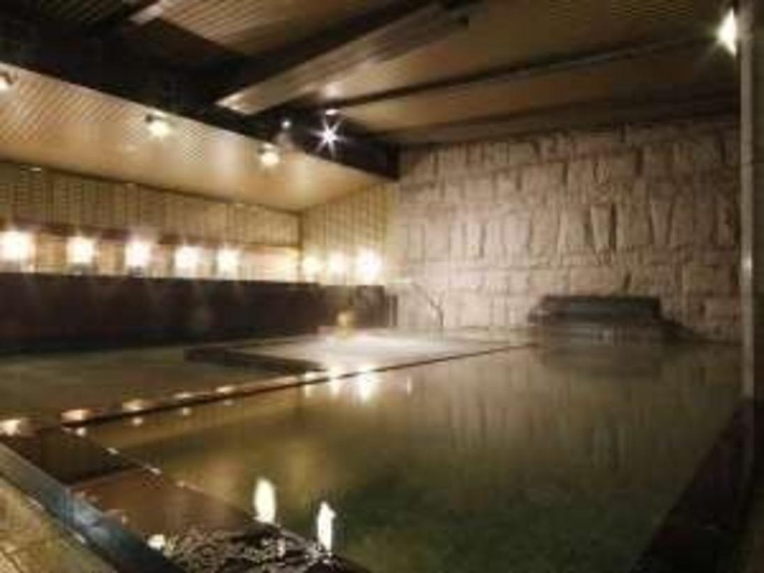 【大浴場 彦星】御影石の大浴場でゆったりと手足を伸ばし、ジャグジーでリラックス
