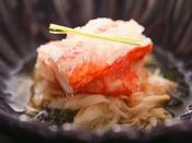 【秋の雅膳】強肴:富山産毛蟹 生姜酢掛け -濃厚な甘みの蟹味噌が特徴。-