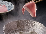 【寒鰤会席】焜炉:寒鰤しゃぶしゃぶ -一番脂がのっている部位を特製昆布出汁に軽く、くぐらせて。-