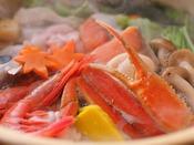 【紅津合蟹鍋会席】焜炉:高志の紅蟹鍋 -さまざまな素材と馴染みやすい高志の紅蟹をご用意しております。高志の紅蟹は富山の蟹のブランド名です。-