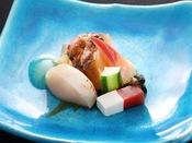 【夏の旬彩膳】酢物:蒸し鮑と夏野菜 生姜酢掛け