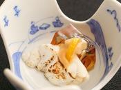 【冬の旬彩膳】小附:福久皮煮凍り 福久炙り 酢味噌 針葱