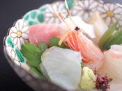 【ご朝食】割鮮:厳選して仕入れた富山湾の新鮮な地魚のお造り。