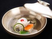 【夏の旬彩膳】焼物:鱸蒸し焼き 蓼酢 焼き葱 茎蓮根甘酢漬け