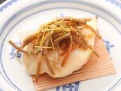 【秋の旬彩膳】焼物:秋の白身魚柴焼き