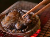 【通年】焜炉:鮑の炭火焼き -旬は初夏ですが通年を通して食すことができます。-