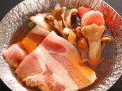 【通年】焜炉:黒部名水ポークしゃぶしゃぶ鍋 -もっちりとした食感。出荷されるのは総生産量の1~2割程度。-