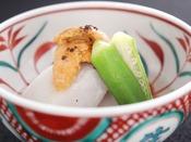 【秋の雅膳】温物:つるぎさといも揚げ煮 生雲丹 銀餡 黒七味
