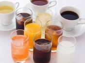 <朝食バイキング>フレッシュなジュース各種やコーヒー、紅茶。3月から瀬戸内レモンジュースが登場!