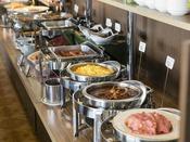 <朝食バイキング>広島ならではの料理を含め、メニュー数は約30種類です。