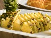 <朝食バイキング>パイナップル(日によりフルーツの内容は異なります)