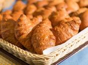 <朝食バイキング>焼き立てクロワッサン 毎朝焼きたてをご提供しています。