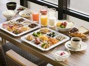 <朝食バイキング>広島の名物料理を含め、品数約30品とボリューム満点。