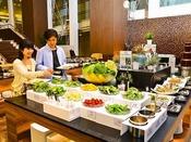 【バイキングディナー】前菜からデザートまでお好きな料理が食べ放題!