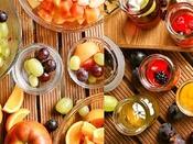 パティシエが手掛ける見て楽しい 可愛いデザートの数々季節の果物もたくさんご用意しております。リゾートホテルならではの朝食スイーツをお楽しみください。
