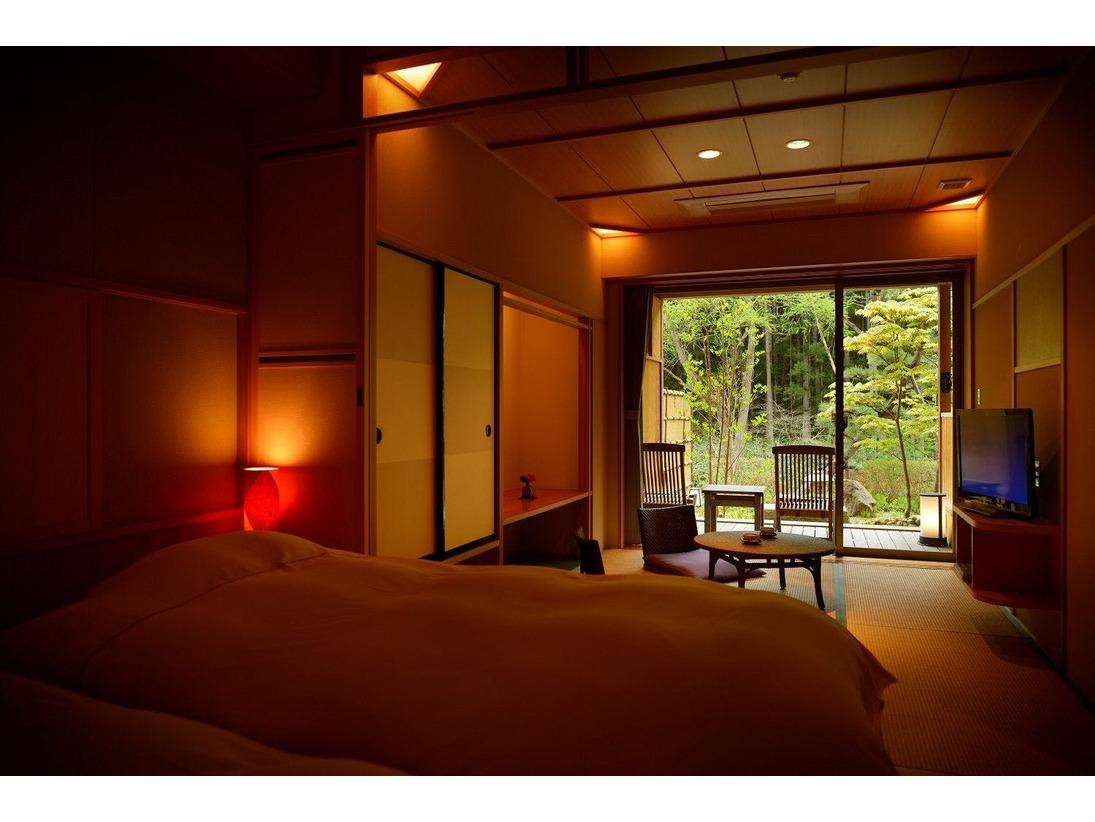 庭園露天風呂付客室【1階】 庭園が部屋の印象を落ち着いた雰囲気にします。