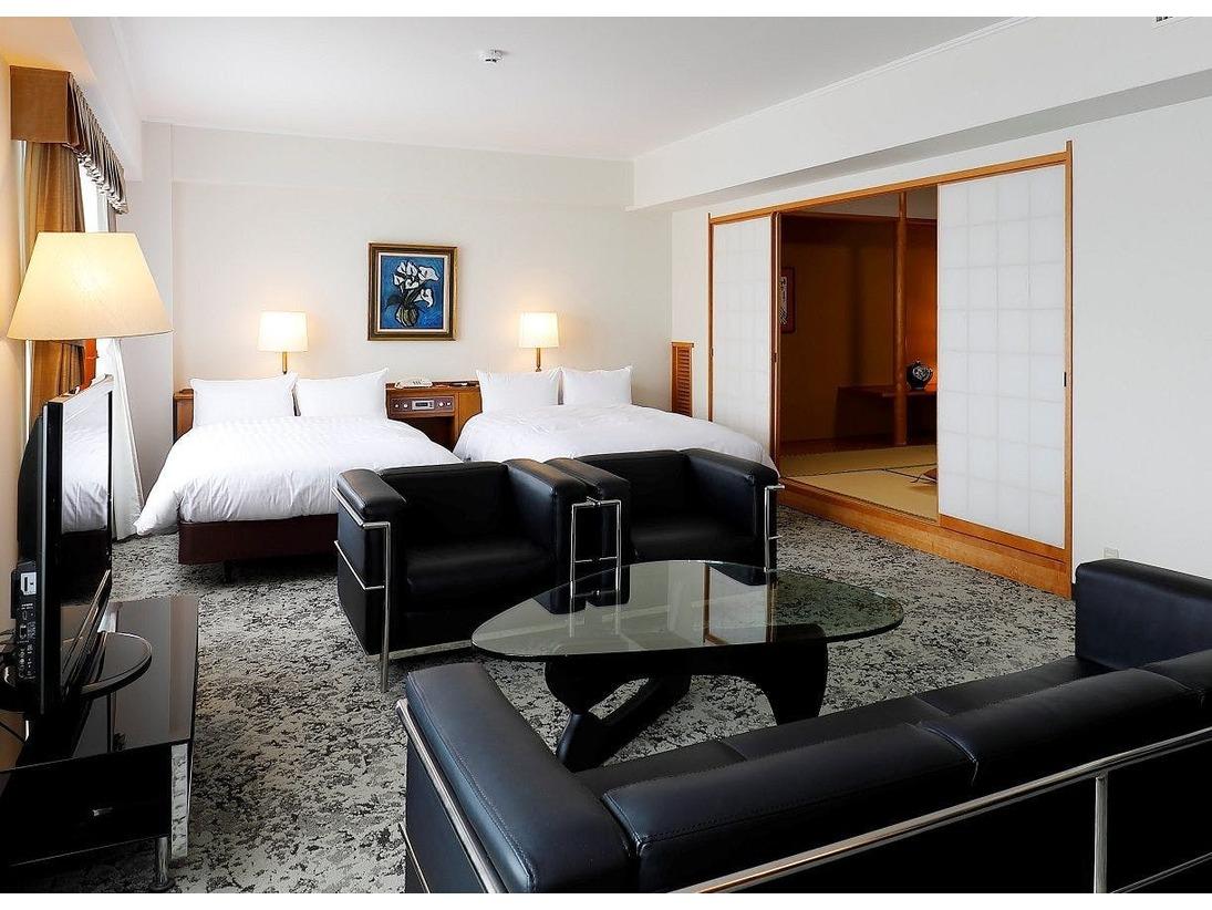 デラックススイートルームは羽毛布団を使ったベッドメーキング「デュベスタイル」、上質な眠りを提供する「シモンズベッド」を使用しておおります。