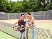 【テニスコート】4面の本格オムニコートを完備 高原リゾートでテニスを!!
