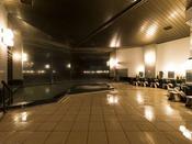 【温泉/大浴場】内湯「鎌倉の湯」黒御影石を使用して重厚な造り。(夜は男性用、朝は女性)
