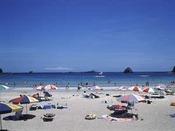 【外浦海水浴場】 白砂が広がり透明度も高く波静かな外浦海岸は、小さなお子様連れでも安心です。