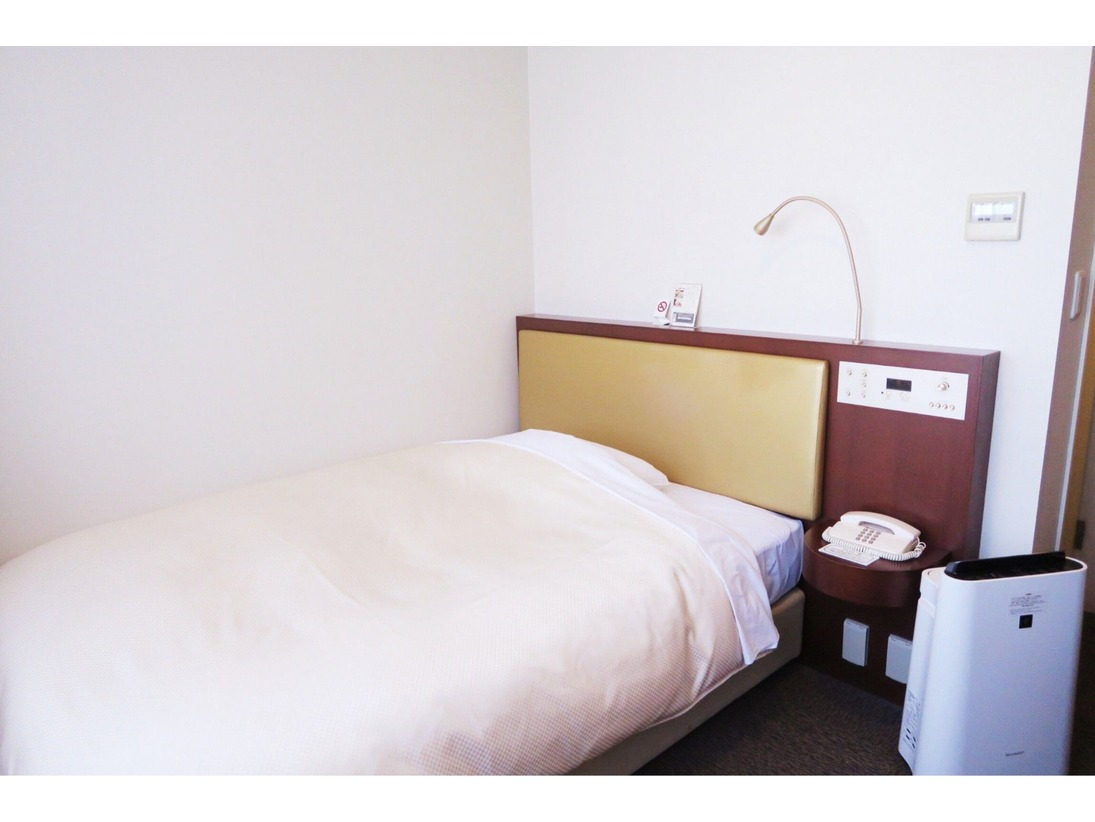 シングルルーム(喫煙・禁煙) 17平米・ベッド幅140センチ ☆無料wifi完備☆