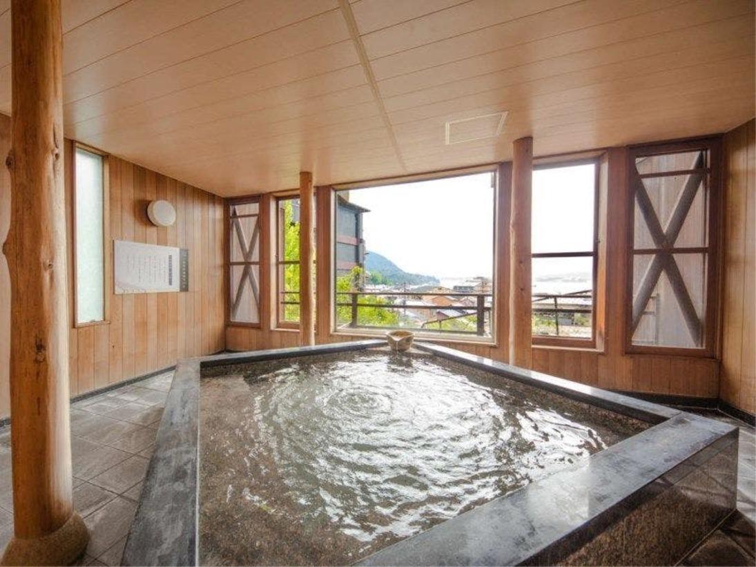 【展望露天風呂(昼)】世界遺産厳島神社大鳥居を一望できる露天風呂♪