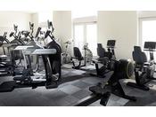目的に合わせた人間工学を追及した最新鋭のマシンで、エアロビクス運動や筋力アップトレーニングに取り組むことができます。